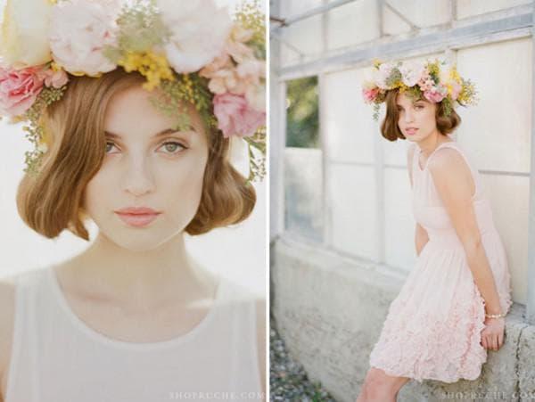 Фото невесты в коротком платье и в венке