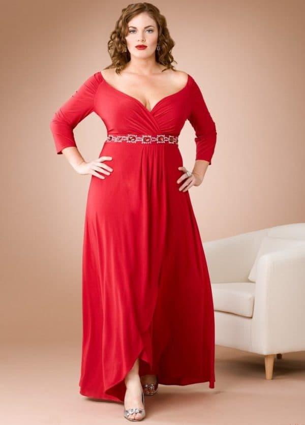Красное длинное платье для полных мам на свадьбу