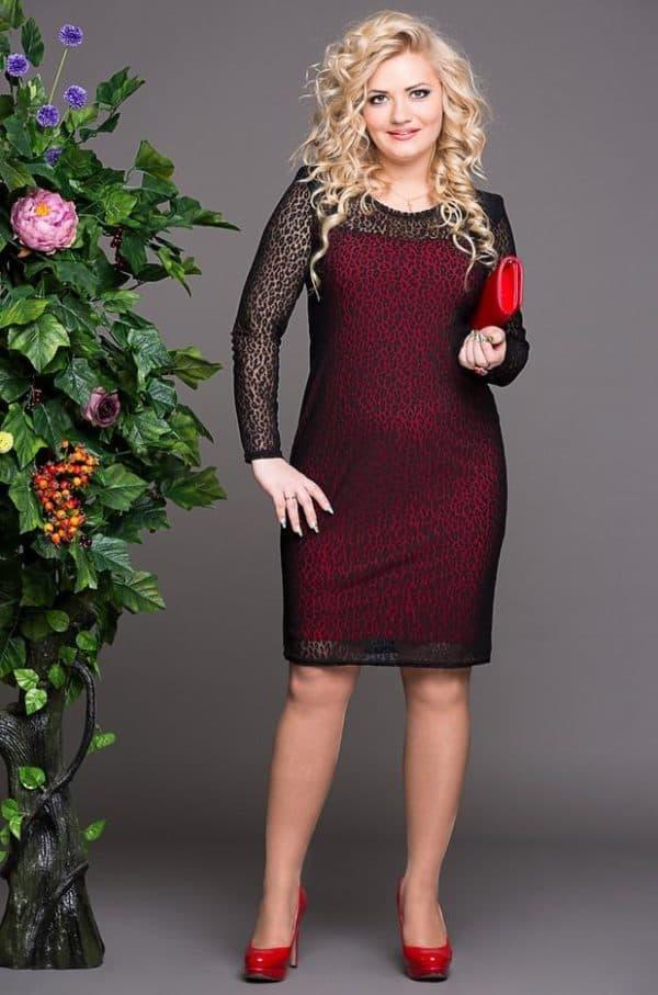Красное платье для дам с формами