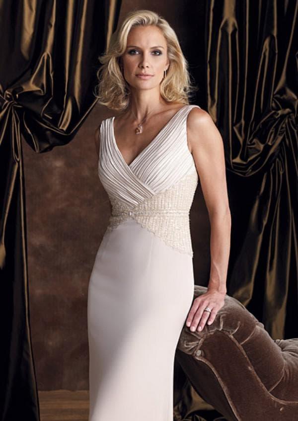 Кремовое платье на свадьбу для женщины 40