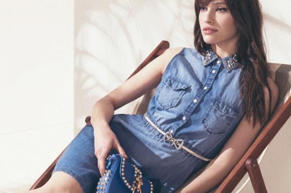 Модный образ с джинсовым платьем рубашкой