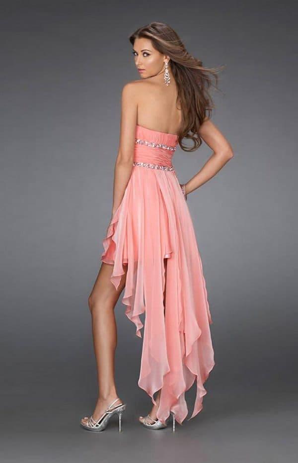 Платье с открытыми ногами и шлейфом необычной формы