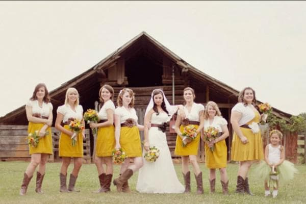 Невеста с подружками в нарядах рустик