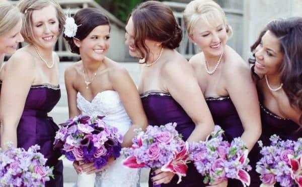 Хорошее настроение поддержит любой оттенок фиолетового на свадьбе