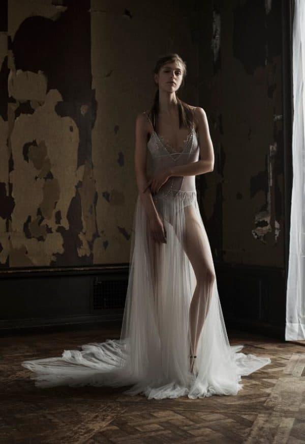 Откровенное платье для невесты
