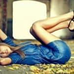 Искусство быть стильной: какого цвета туфли подойдут к синему платью