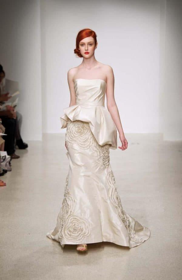 Платье с ассиметричными деталями
