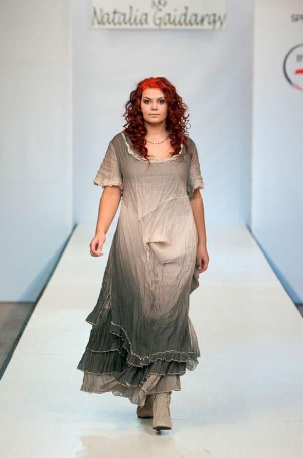 льняное платье с неравномерной окраской