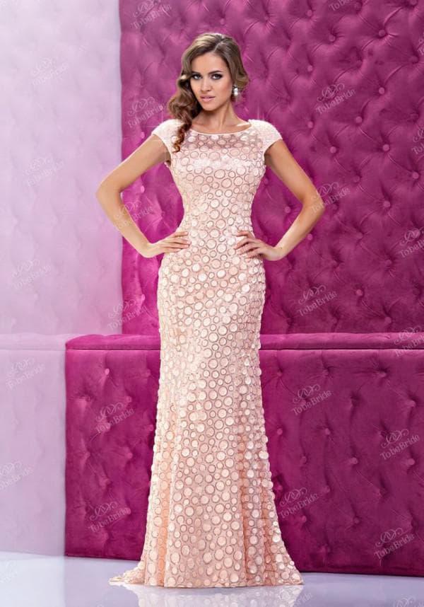 Длинное вечернее платье персикового цвета