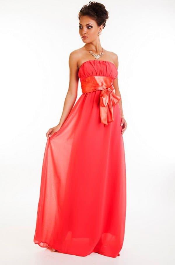 платье невесты и пояс в красных оттенках