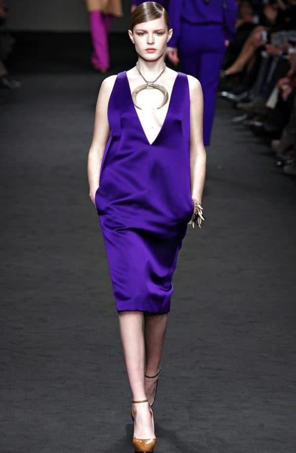 Фиолетовое платье и обувь
