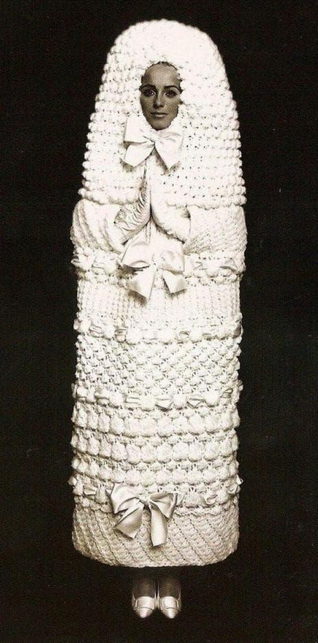 свадебное платье кокон от Ив Сен Лорана
