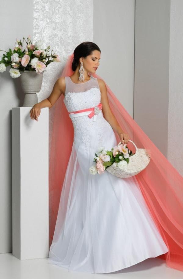 коралловый пояс и фата для невесты
