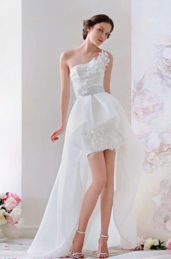 белое платье короткое со шлейфом для свадьбы на острове