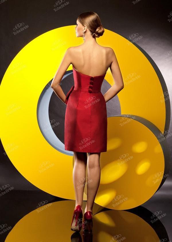 короткое платье для коктейля красного цвета