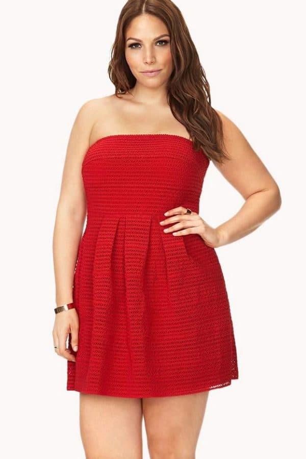 красное молодежное платье для пышных форм