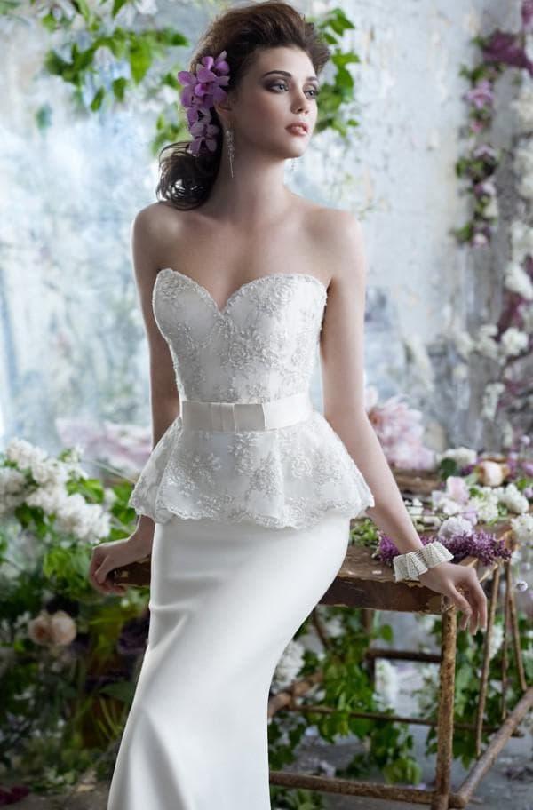 Кружевная баска на платье невесты