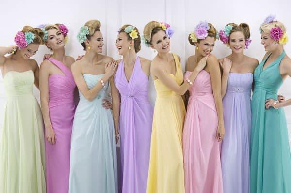 разноцветные платья подруг невесты