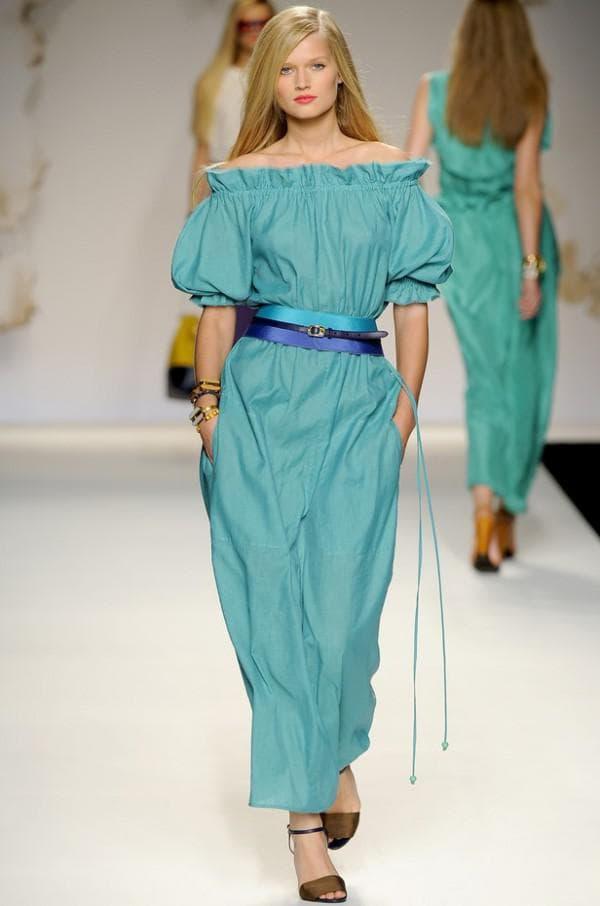 модное длинное платье для женщины с лишними килограммами