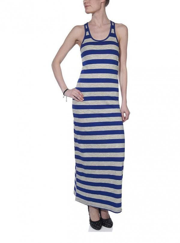 платье длинное спортивное в сине-белую полоску