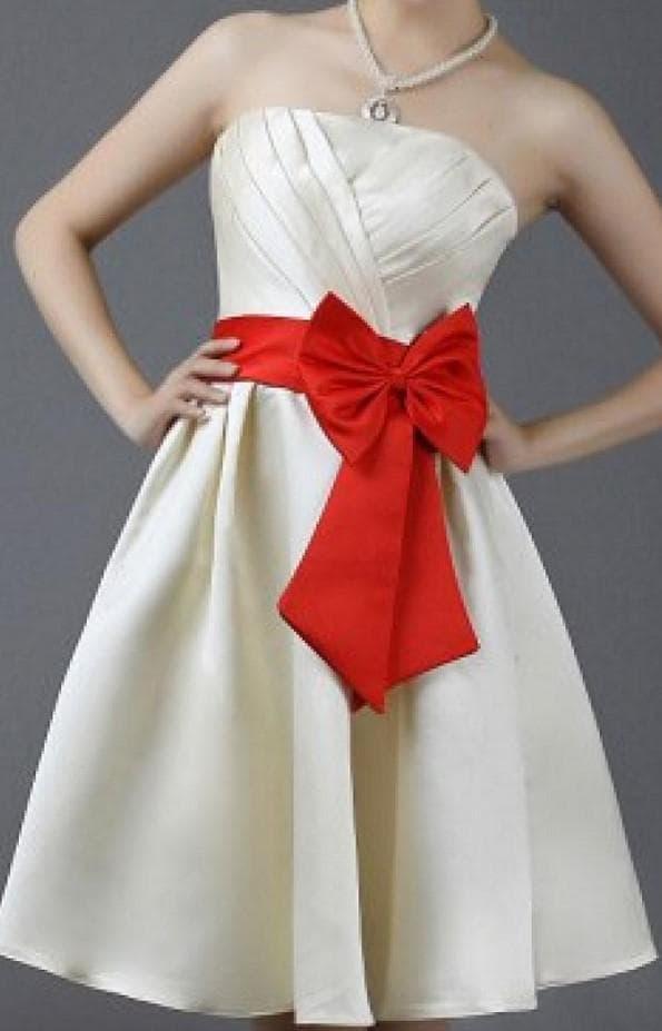 свадебное платье сливочного цвета и бант на талии