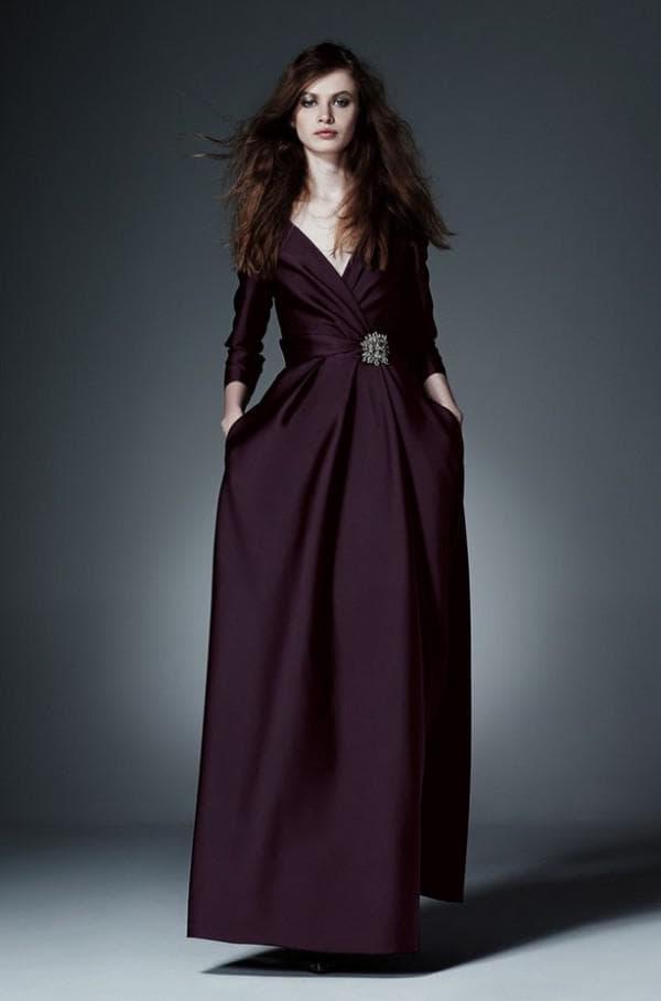 темно-фиолетовое платье в пол