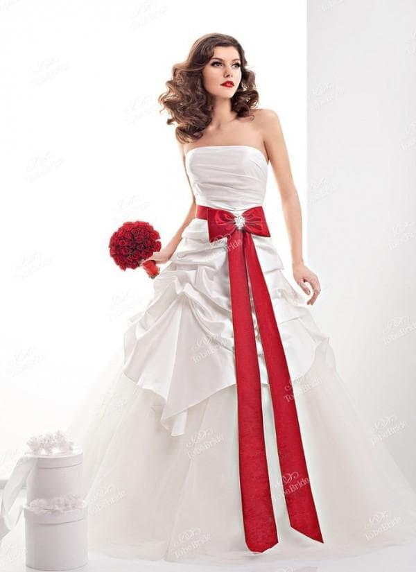 платье принцесса с красным бантом на поясе