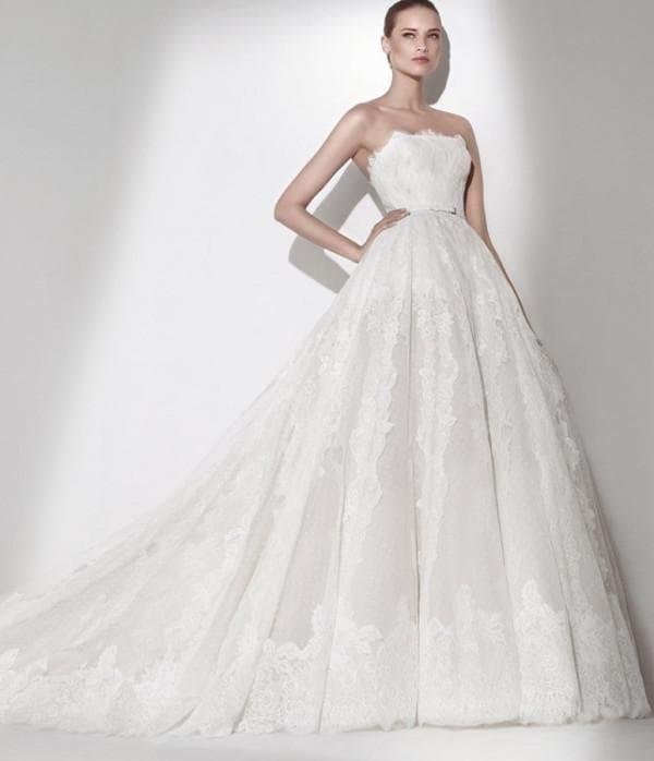 платье невесты без бретелек со шлейфом