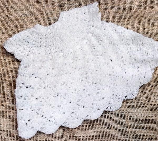 белое вязаное платье на крещение