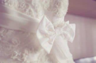 бант на свадебном платье