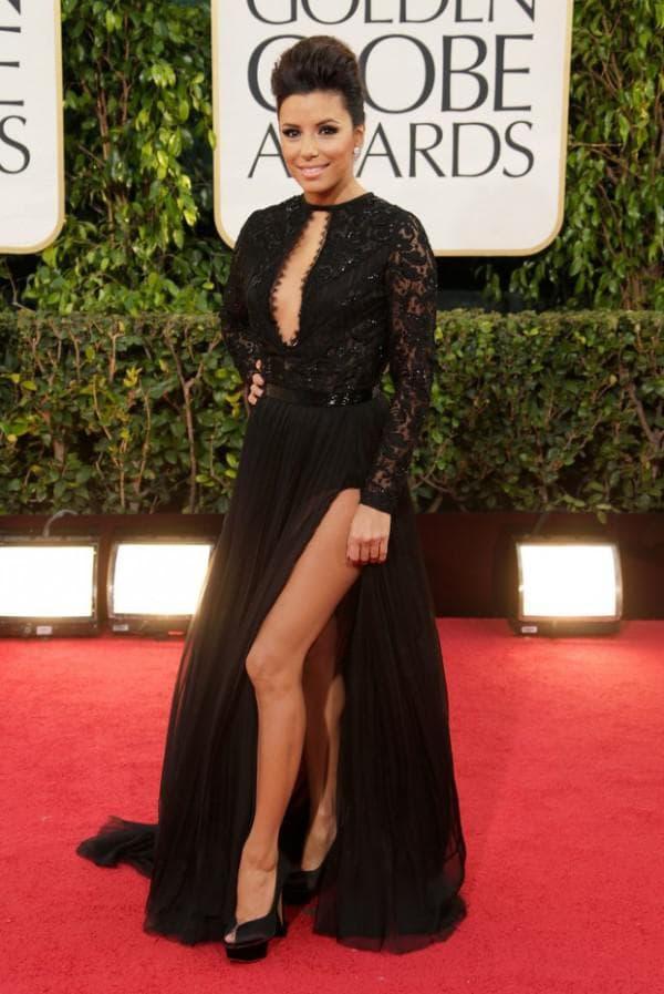 черное платье с высоким вырезом на ноге