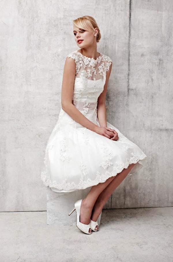 маленькое кружевное платье для невесты