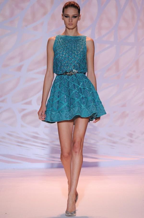 короткое платье бирюзового цвета