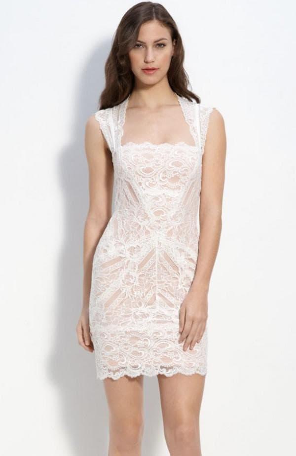 свадебное платье мини с кружевом в стиле nude