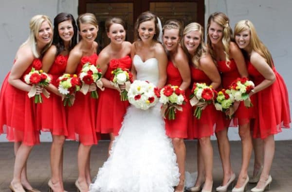 красные платья миди для подружек на свадьбу