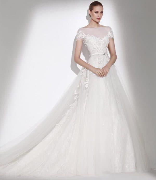 свадебное платье-принцесса с коротким рукавом
