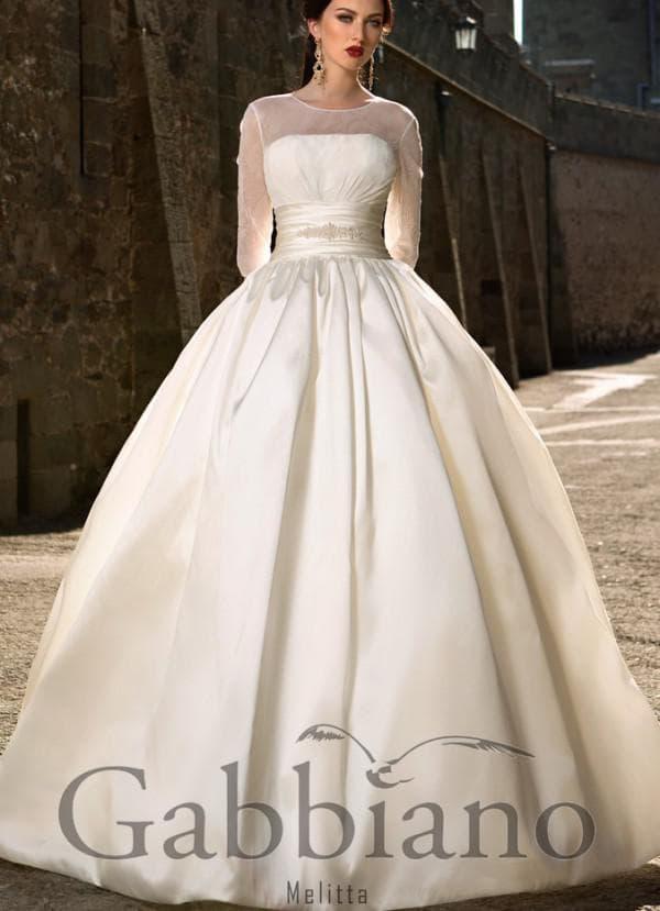 пшное свадебное платье цвета крем-брюле