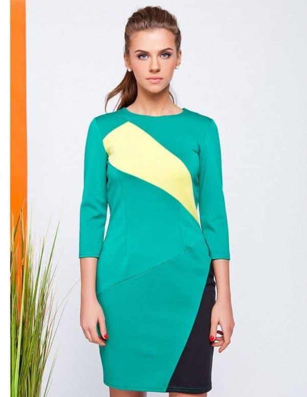 Платье зеленого цвета в офис