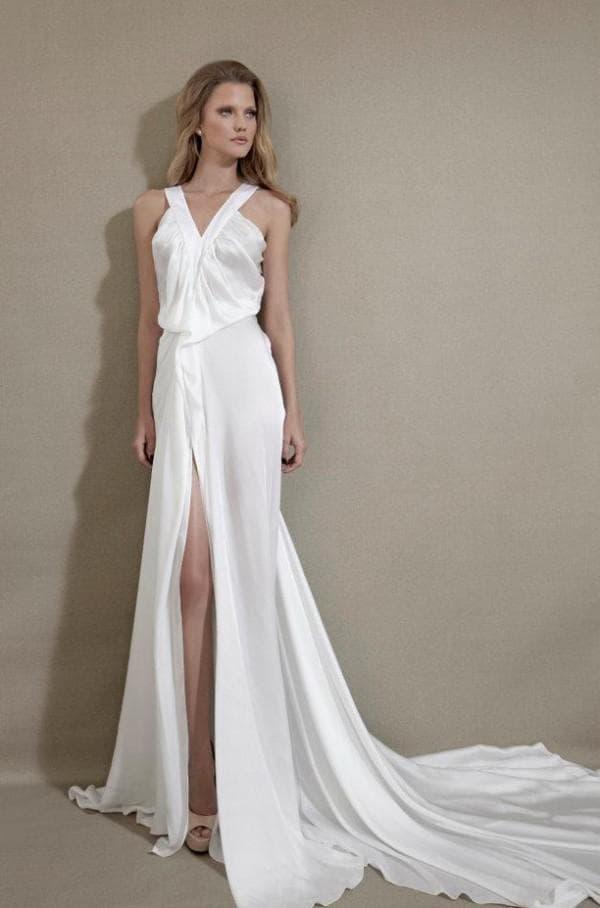 свадебное платье с разрезом до бедра