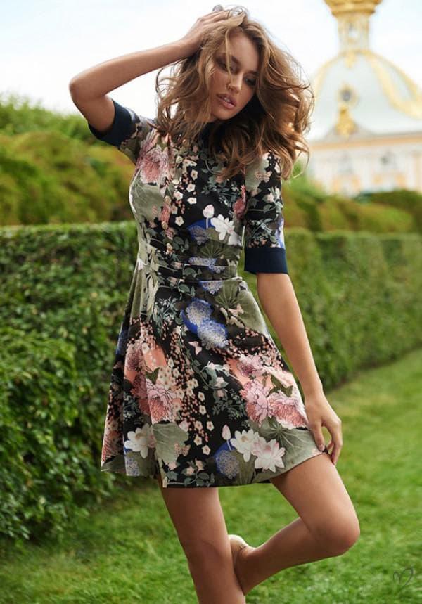 короткое платье в цветочек