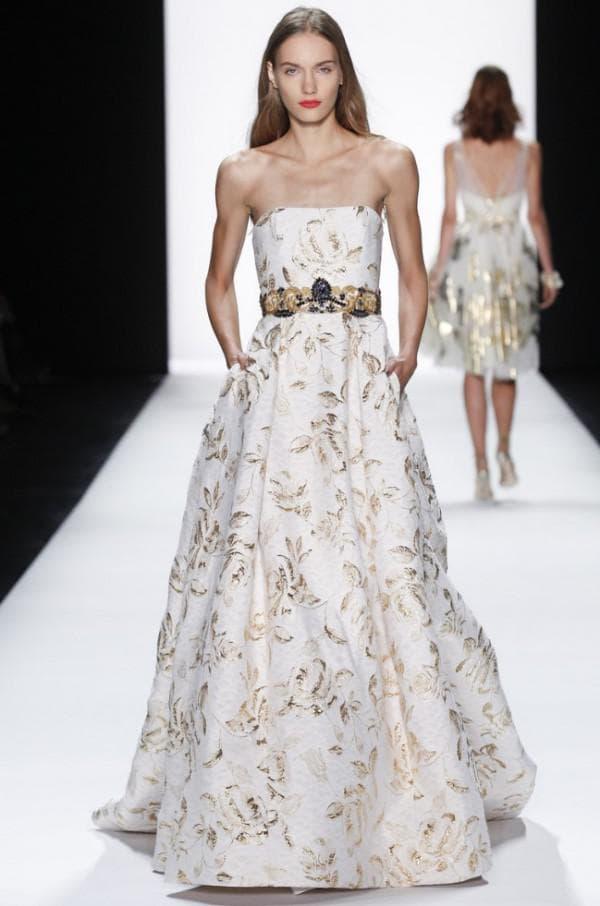 длинное платье с золотым узором