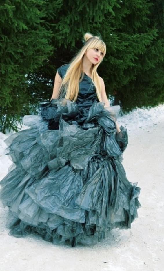 платье из мешков для мусора