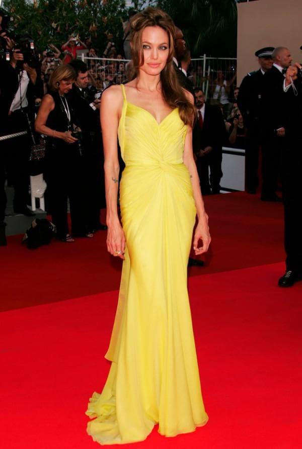 Джоли в желтом патье