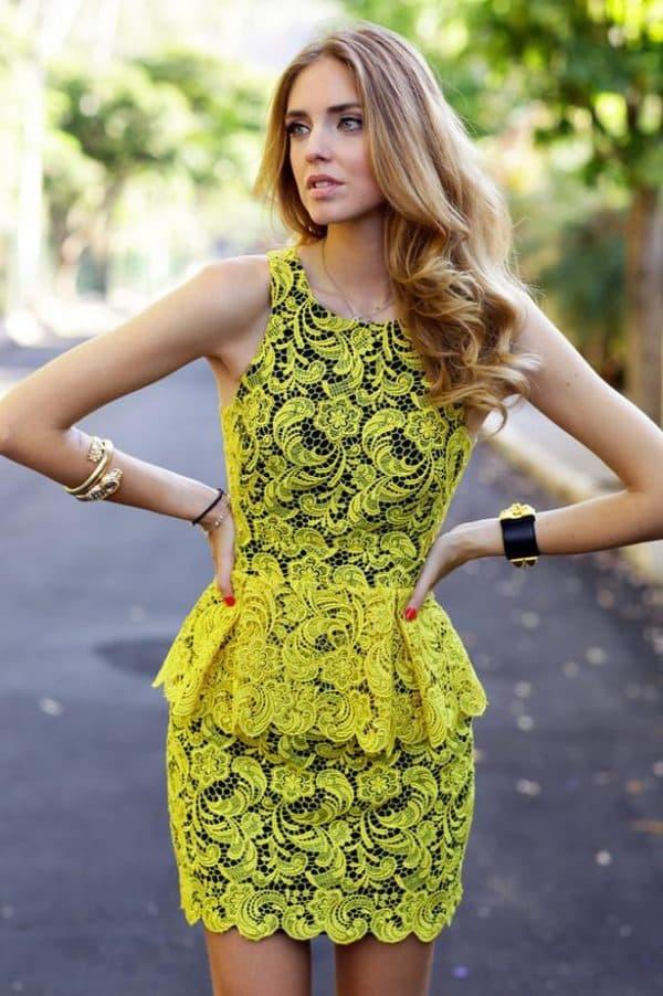 платье с желтым кружевом