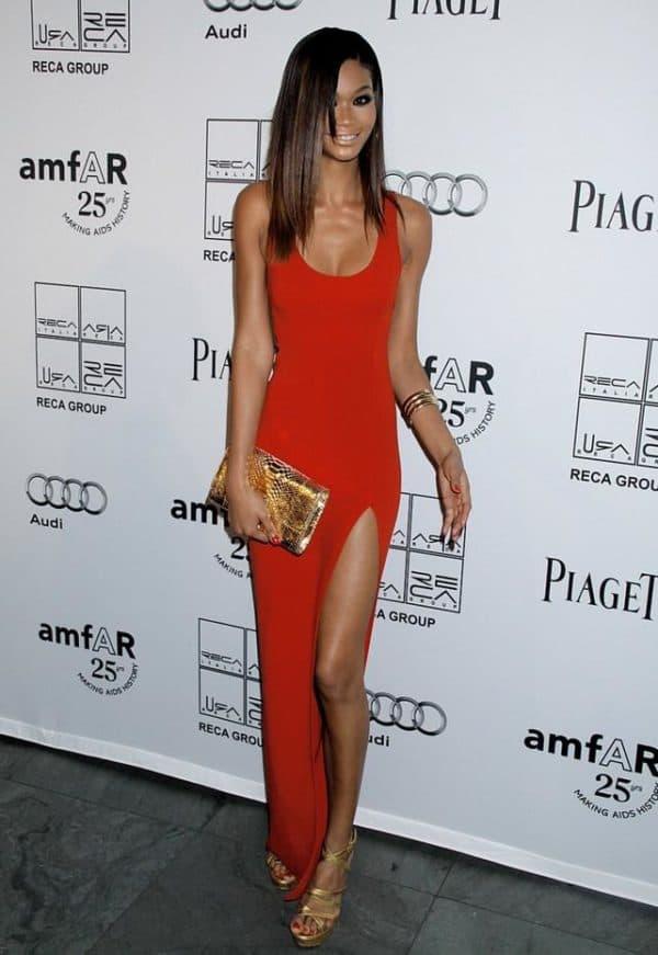 трикотажное вечернее платье красного цвета