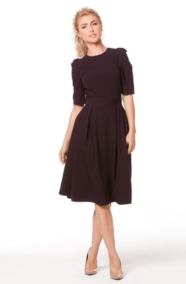 коричневое платье до колен в офис