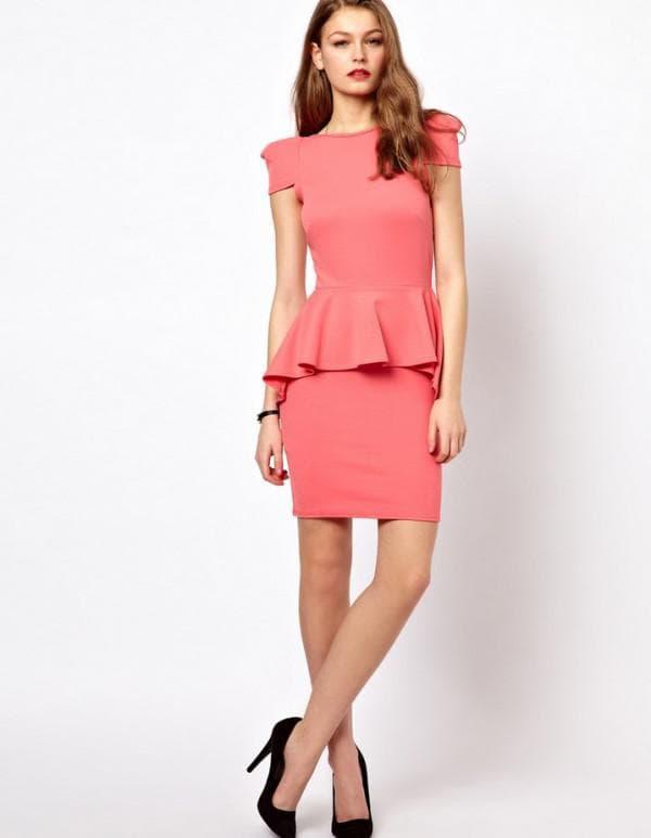 офисное платье красного цвета