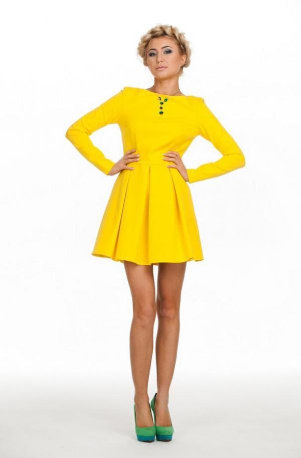офисное желтое платье