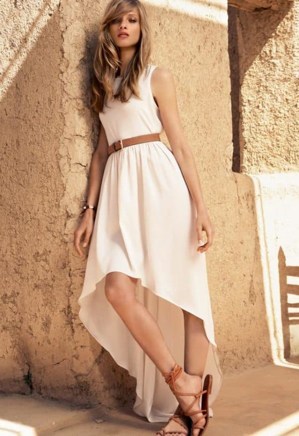 платье кремового цвета с асимметричным низом