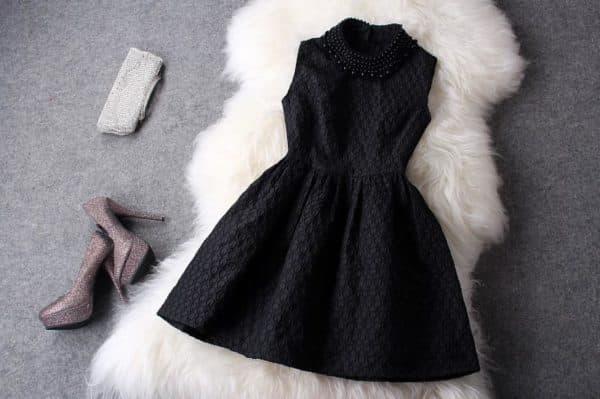 Платье колокольчик маленькое черное